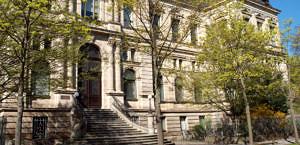 Eingang Institut für Anatomie und Zellbiologie